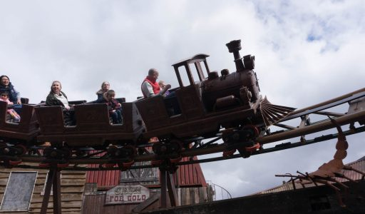 Scorpion Express • Mack Rides Powered Coaster • Chessington World of Adventures